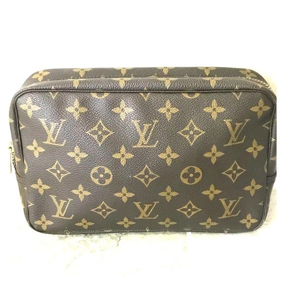 df1458fcaff Louis Vuitton Handbags - Louis Vuitton Trousse 23 Toiletry   Cosmetic Bag